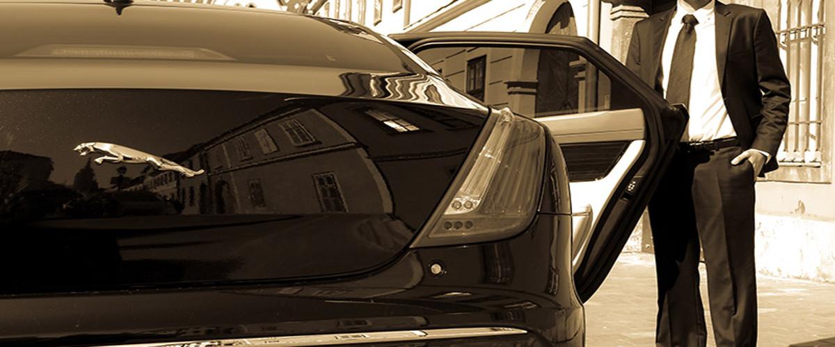 KNIGHT Sofőrszolgálat, Jaguar XJ 3.0D V6 - Sofőrsegély, Prémium, Éjszaka